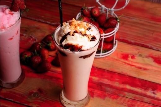 Vanilla/Strawberry Milkshake
